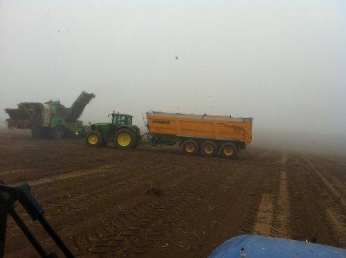 7430 met joskin 3-asser, aardappelen voeren, loonwerken verdoodt. Geplaatst door timme936 op 23-11-2012 om 10:55:26, met 2 reacties.