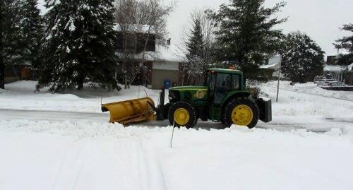 Foto van een John Deere Onbekend, bezig met sneeuwschuiven in Montreal Canada.. Geplaatst door Harm-J op 14-02-2013 om 16:20:31, met 9 reacties.