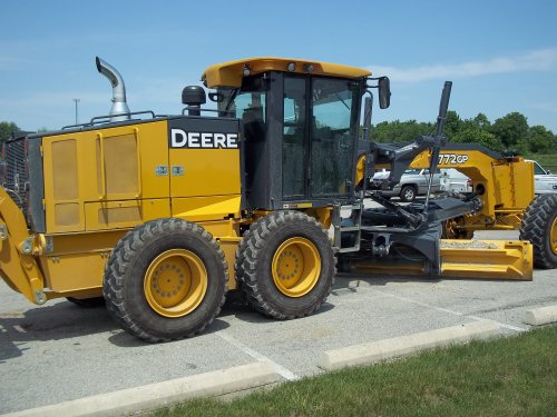 Right side of the John Deere 772GP Grader, bezig met poseren.. Geplaatst door marion5900 op 25-02-2013 om 04:50:42, op TractorFan.nl - de nummer 1 tractor foto website.