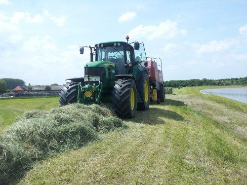 de dijk persen met hoog water. Geplaatst door erik mtx op 11-06-2013 om 19:49:10, op TractorFan.nl - de nummer 1 tractor foto website.