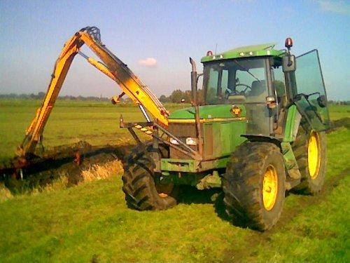 jd 6600 met herder van loonbedrijf schuurman uit abcoude. Geplaatst door henno op 07-10-2007 om 11:40:51, op TractorFan.nl - de nummer 1 tractor foto website.