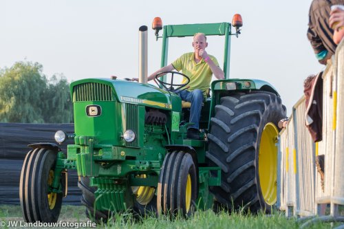 Foto van een John Deere 3130, bezig met poseren.. Geplaatst door deerefan op 20-07-2013 om 23:10:37, met 12 reacties.