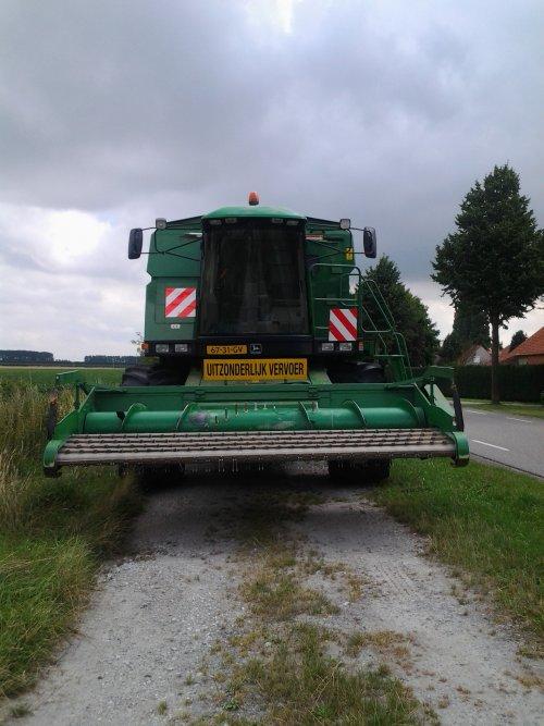 Foto van een John Deere 2256, bezig met poseren.. Geplaatst door NHtvt135 op 18-08-2013 om 16:23:36, op TractorFan.nl - de nummer 1 tractor foto website.