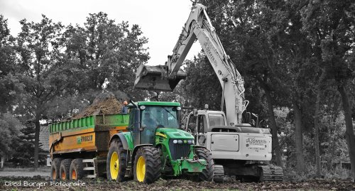 Loonbedrijf Dekker aan het ploeteren met John Deere 7920   http://obedborgerfotografie.jimdo.com/. Geplaatst door obed fotografie op 17-09-2013 om 18:30:06, met 7 reacties.