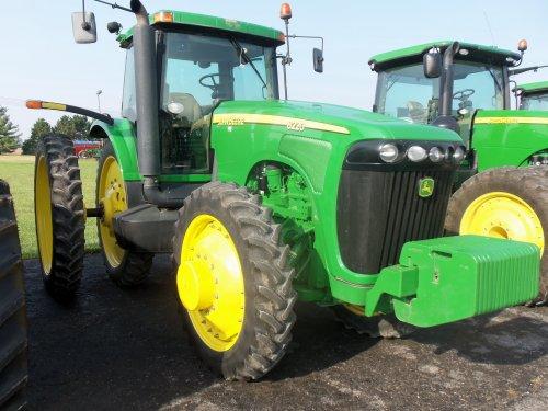 On a Friday morning @ JD Equipment is this John Deere 8220, bezig met poseren.. Geplaatst door marion5900 op 17-10-2013 om 03:32:54, op TractorFan.nl - de nummer 1 tractor foto website.