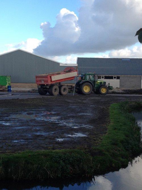 Foto van een John Deere 6830, huisman bv venhuizen duperen bij pop vriend seeds in andijk. Geplaatst door mennojohndeere op 29-10-2013 om 15:05:19, op TractorFan.nl - de nummer 1 tractor foto website.