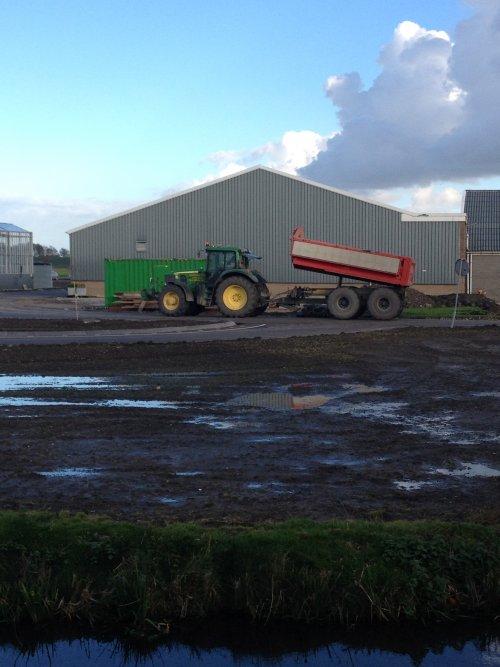 Foto van een John Deere 6830, huisman bv venhuizen duperen bij pop vriend seeds in andijk. Geplaatst door mennojohndeere op 29-10-2013 om 15:07:10, op TractorFan.nl - de nummer 1 tractor foto website.