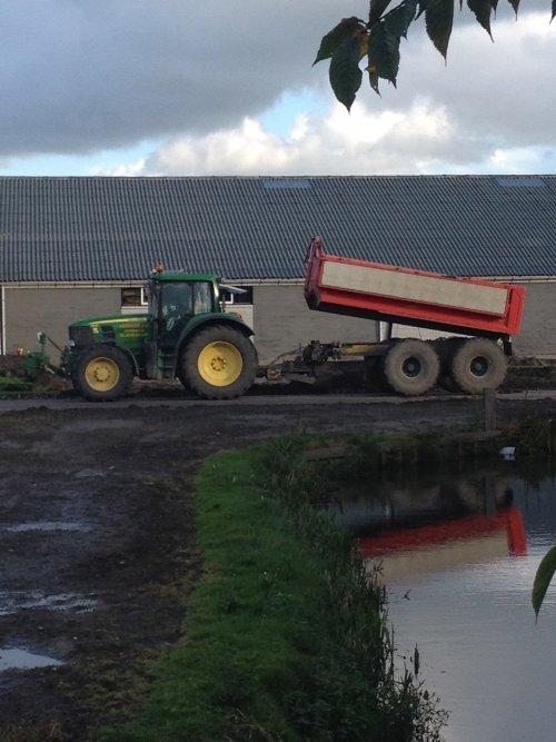 Foto van een John Deere 6830, huisman bv venhuizen duperen bij pop vriend seeds in andijk. Geplaatst door mennojohndeere op 29-10-2013 om 15:07:34, op TractorFan.nl - de nummer 1 tractor foto website.