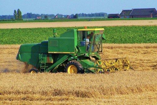 Foto van een John Deere 960, bezig met maaidorsen.. Geplaatst door Martin Holland op 29-12-2013 om 09:19:00, op TractorFan.nl - de nummer 1 tractor foto website.
