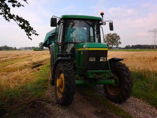 Foto van een John Deere 6310 SE, bezig met poseren.. Geplaatst door martijn1998 op 14-01-2014 om 18:44:09, op TractorFan.nl - de nummer 1 tractor foto website.