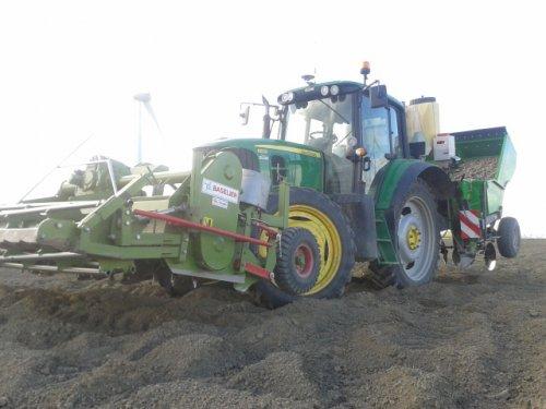Foto van een John Deere 6830 , bezig met poten. Geplaatst door mathijs1 op 20-04-2014 om 18:18:38, op TractorFan.nl - de nummer 1 tractor foto website.