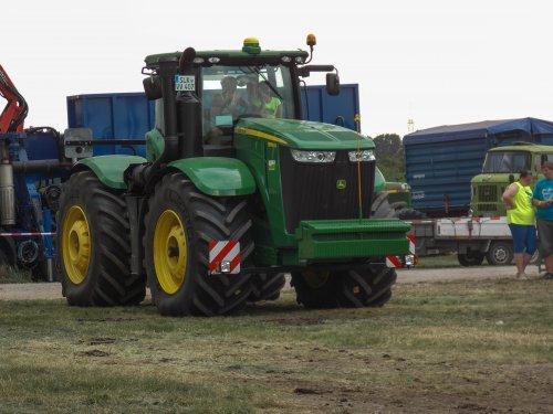 Foto van een John Deere 9560R, bezig met tractorpulling. afgelopen zaterdag op trekkertrek oschersleben (duitsland)