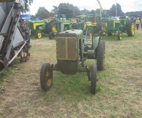 Foto van een John Deere L, bezig met poseren.. Geplaatst door jordi 1455 op 20-08-2014 om 13:42:26, op TractorFan.nl - de nummer 1 tractor foto website.