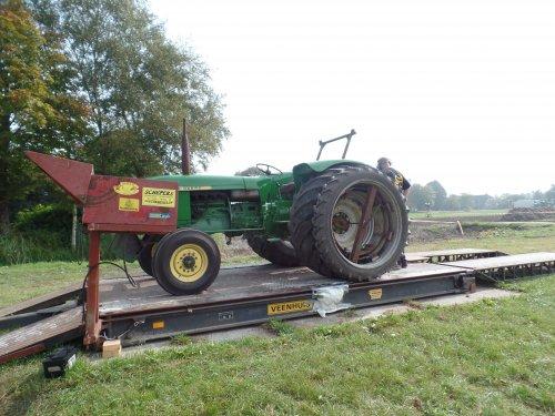 Foto van een John Deere 710, bezig met poseren.. Geplaatst door robbert7130 op 07-09-2014 om 12:14:27, op TractorFan.nl - de nummer 1 tractor foto website.