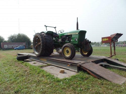 Foto van een John Deere 710, bezig met poseren.. Geplaatst door robbert7130 op 07-09-2014 om 12:15:34, op TractorFan.nl - de nummer 1 tractor foto website.