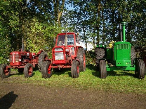 Foto van de John Deere 5010 en volvo 650 en 350 allemaal voor de trekkertrek. Geplaatst door tjardozwart op 01-10-2014 om 20:16:49, op TractorFan.nl - de nummer 1 tractor foto website.