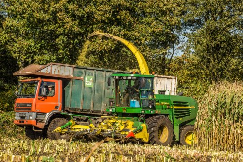 Van Bussel op de zonnige zondagmiddag. Geplaatst door geertyb0y op 19-10-2014 om 18:38:11, op TractorFan.nl - de nummer 1 tractor foto website.