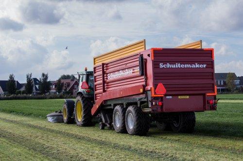 John Deere 6510 met Schuitemaker Rapide 55v aan het gras maaien in oktober.. Geplaatst door LandbouwLeistra op 31-01-2015 om 19:49:00, met 4 reacties.