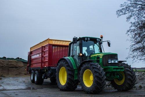 John Deere 6330 Premium met Schuitemaker 55v klaar om gevuld te worden.. Geplaatst door LandbouwLeistra op 11-02-2015 om 19:58:48, met 20 reacties.