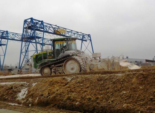 Foto van een John Deere 8360RT, bezig met grondstabilisatie.. Geplaatst door _-_Bluepower_-_ op 15-03-2015 om 19:53:37, op TractorFan.nl - de nummer 1 tractor foto website.