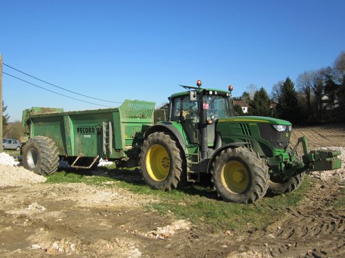 Foto van een John Deere 6170M, bezig met poseren.. Geplaatst door jeroen13 op 28-03-2015 om 09:31:33, op TractorFan.nl - de nummer 1 tractor foto website.