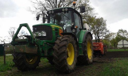 Foto van een John Deere 6430 Premium, bezig met ploegen / eggen.. Geplaatst door Turbochrom op 06-04-2015 om 21:01:29, op TractorFan.nl - de nummer 1 tractor foto website.
