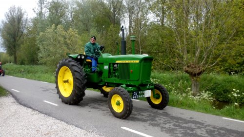 Foto van een John Deere 3010.. Geplaatst door T202Valtra op 09-05-2015 om 12:47:30, op TractorFan.nl - de nummer 1 tractor foto website.