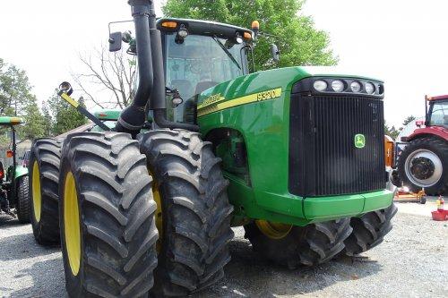 Foto van een John Deere 9320, bezig met poseren. In Amerika.. Geplaatst door deutzisnice op 11-05-2015 om 14:47:08, op TractorFan.nl - de nummer 1 tractor foto website.