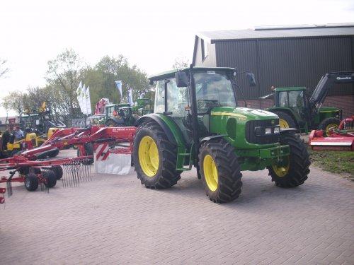 09/04/14: Een John Deere 5100M, bij Westrenen Barneveld.. Geplaatst door JD6930 op 16-08-2015 om 22:33:54, op TractorFan.nl - de nummer 1 tractor foto website.