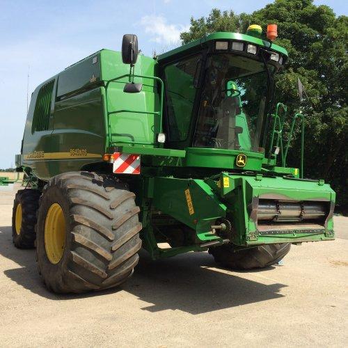 Foto van een John Deere 9640 WTS.. Geplaatst door R Vaszlovszky op 02-09-2015 om 16:11:48, op TractorFan.nl - de nummer 1 tractor foto website.