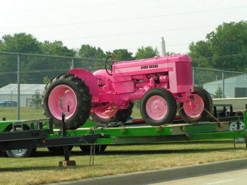 Voor de John Deere vrouwe onder ons een mooie roze John Deere 420. foto uit Amerika.. Geplaatst door JohnDeereReezigt op 03-01-2008 om 00:36:22, met 7 reacties.