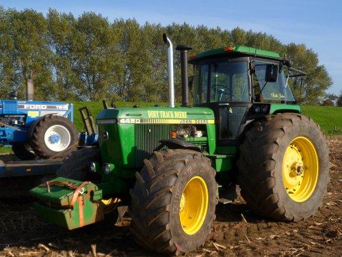 Keientrek in Herwijnen, De Dirt Track Deere, hij oogt standaard, maar!. Geplaatst door kramer op 31-10-2015 om 20:35:01, met 3 reacties.