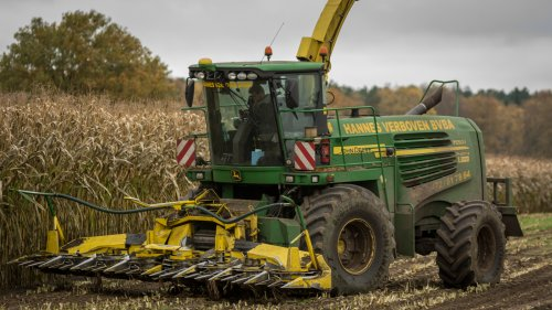 Hannes Verboven, voor landbouwer Bens uit Geel, in Tessenderlo. Geplaatst door Bengo op 08-11-2015 om 02:05:05, op TractorFan.nl - de nummer 1 tractor foto website.