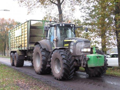 Foto van een John Deere 7530 Premium, bezig met maïs inkuilen. Loonbedrijf Jansen uit Tiendeveen in  de mais te Nieuw-Weerdinge. Waren aan het hakselen voor Kloosterman uit Nieuweroord.