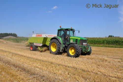 John Deere 7530 Premium en Claas Quadrant 1200, bezig met stro persen. Loonwerken Jurgen Baeke-Willems uit Sleidinge (B)  Filmpje? -> http://www.tractorfan.nl/movie/43000/