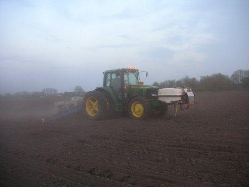 loonbedrijf meilof bij ons aan het maiszaaien. Geplaatst door Denhollander op 23-11-2006 om 07:41:25, met 13 reacties.