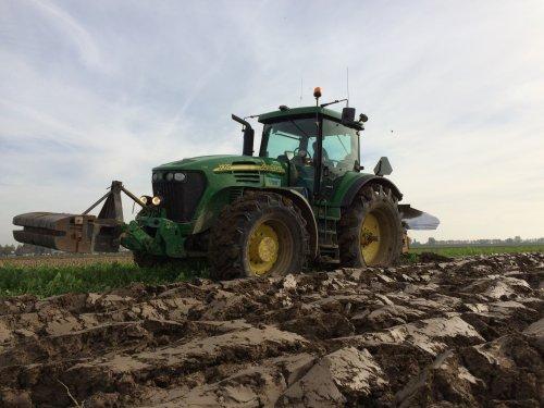 Ploegen met de John Deere 7820 met 5 schaar rumpstad met snedesnijders.. Geplaatst door gerrit power op 02-02-2016 om 09:43:39, op TractorFan.nl - de nummer 1 tractor foto website.
