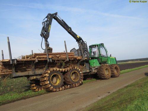 Foto van een John Deere 1110E (Forwarder), Nw-Weerdinge 18 febr 2016. Geplaatst door oldtimergek op 18-02-2016 om 14:35:17, op TractorFan.nl - de nummer 1 tractor foto website.
