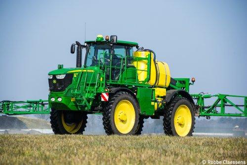 Loonbedrijf Aernouts - Tax was afgelopen zaterdag grasland aan het doodspuiten met hun nieuwe John Deere R4040i   Meer foto's hier --> http://agrospottingblog.com/2016/03/12/john-deere-r4040i/