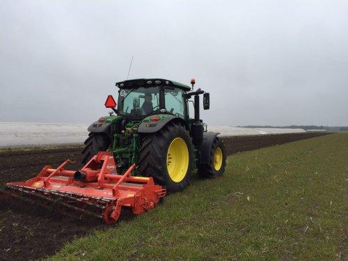 Foto van een John Deere 6155R. Geplaatst door Verieswiek op 19-03-2016 om 09:01:24, op TractorFan.nl - de nummer 1 tractor foto website.