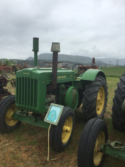 Foto van een John Deere D. Foto gekregen van een kennis en is genomen bij de o'keefe historic ranch in Vernon, Brits-Columbia, Canada  https://okeeferanch.ca/ranch-history/story