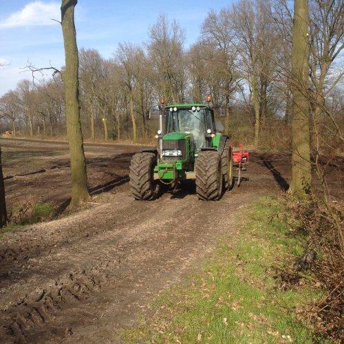 Foto van een John Deere 6830 Premium. Geplaatst door Jaguar870 op 27-03-2016 om 13:01:47, op TractorFan.nl - de nummer 1 tractor foto website.