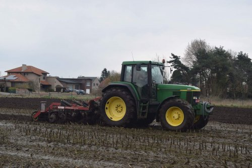 Foto van een John Deere 6810. Geplaatst door jd7920 op 31-03-2016 om 21:38:09, op TractorFan.nl - de nummer 1 tractor foto website.