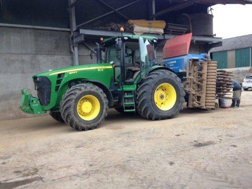 Foto van een John Deere 8245R van akkerbouwbedrijf Van Kelecom. Geplaatst door jeroen13 op 04-04-2016 om 14:31:22, op TractorFan.nl - de nummer 1 tractor foto website.