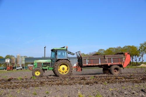 Bemesten met de 1640 en Tebbe DS 55 bij mts Slagter. Geplaatst door SJB533 op 08-05-2016 om 12:50:26, op TractorFan.nl - de nummer 1 tractor foto website.