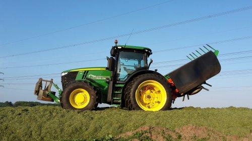 Op deze foto is Mulder - Eykelkamp (Zwolle) × actief met een John Deere 7250R.. Geplaatst door gerben op 15-05-2016 om 12:18:37, op TractorFan.nl - de nummer 1 tractor foto website.