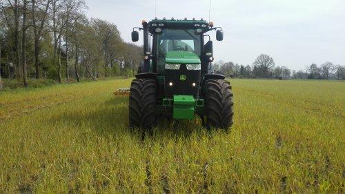 Hier zie je Loonbedrijf Beute (Lutjegast) × met een John Deere 7200R.. Geplaatst door Deerepower7720 op 16-05-2016 om 19:47:01, op TractorFan.nl - de nummer 1 tractor foto website.