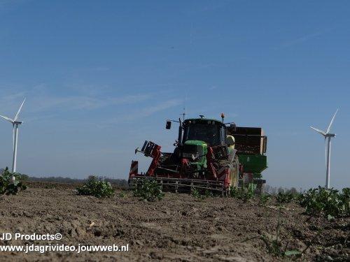 Foto van een John Deere 6830 Premium, Mts Stokman -van Ravenhorst uit Biddinghuizen/Dronten aan het aardappels poten. ZIE OOK DE VIDEO  https://www.youtube.com/watch?v=xITh5GjlKD0