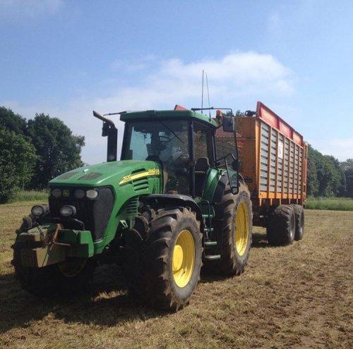 Foto van een John Deere 7920. Geplaatst door maikjohndeere op 09-06-2016 om 11:06:41, op TractorFan.nl - de nummer 1 tractor foto website.