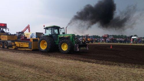 Foto van een John Deere 4960 op tt minderhout. Geplaatst door larst7030 op 12-06-2016 om 19:23:48, op TractorFan.nl - de nummer 1 tractor foto website.